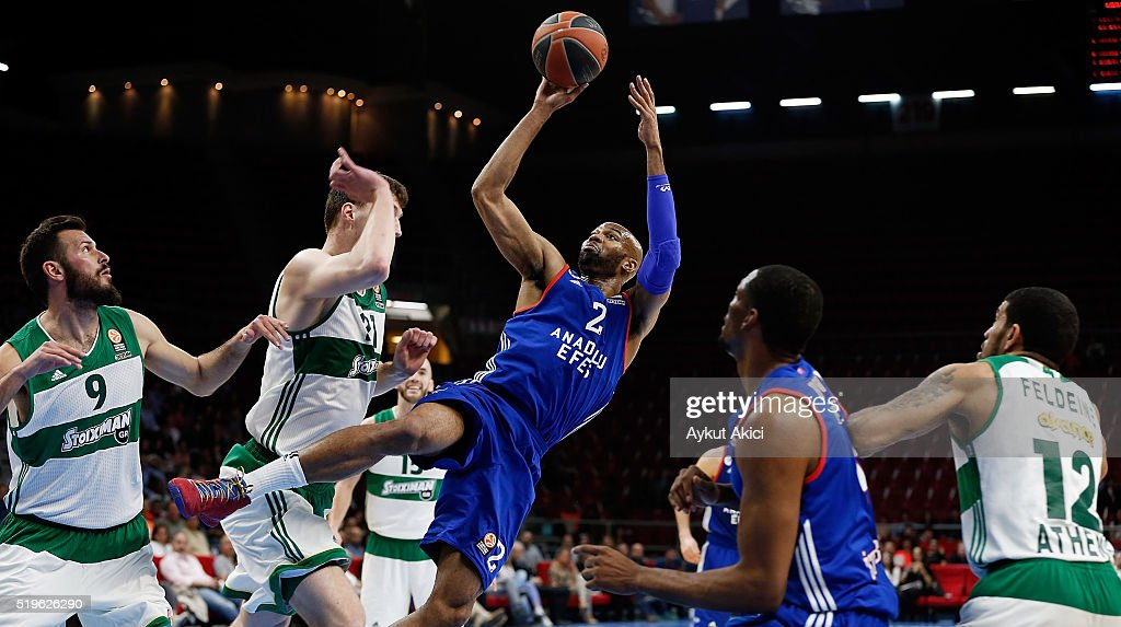 Alex Tyus #2 of Anadolu Efes Istanbul in action during the 20152016 Turkish Airlines Euroleague Basketball Top 16 Round 14 game between Anadolu Efes...