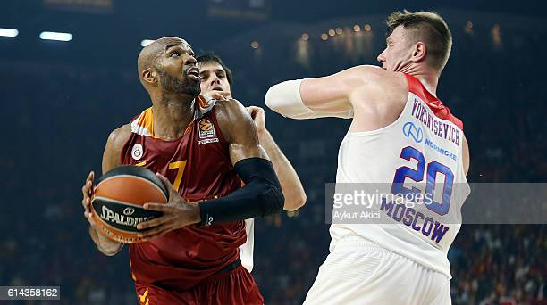 Alex Tyus #7 of Galatasaray Odeabank Istanbul competes with Andrey Vorontsevich #20 of CSKA Moscow during the 2016/2017 Turkish Airlines EuroLeague...