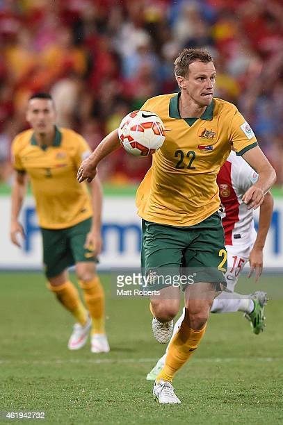 Alex Wilkinson of Australia looks to pass the ball during the 2015 Asian Cup match between China PR and the Australian Socceroos at Suncorp Stadium...