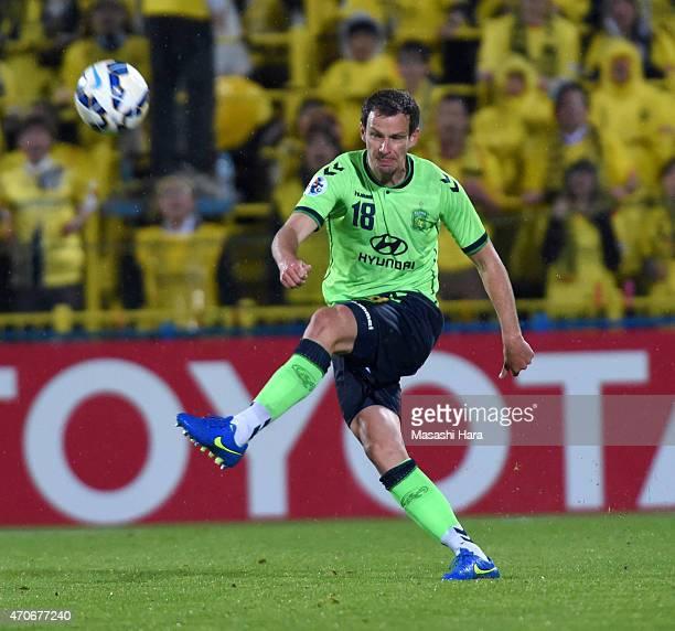 Alex wilkinson of Jeonbuk Hyundai Motors in action during the AFC Champions League Group E match between Kashiwa Reysol and Jeonbuk Hyundai Motors at...