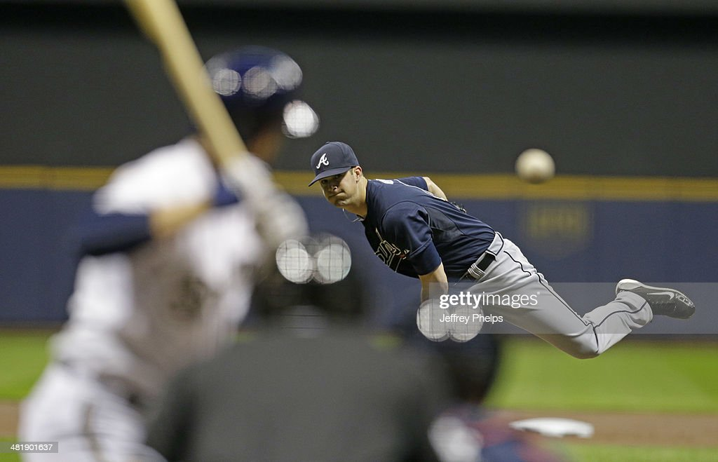 <a gi-track='captionPersonalityLinkClicked' href=/galleries/search?phrase=Alex+Wood+-+Baseball+Player&family=editorial&specificpeople=12544108 ng-click='$event.stopPropagation()'>Alex Wood</a> #40 of the Atlanta Braves throws to the Milwaukee Brewers in the first inning of their game at Miller Park on April 1, 2014 in Milwaukee, Wisconsin.