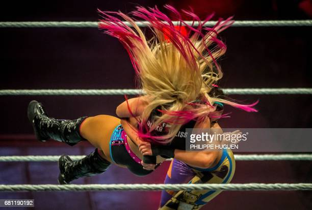 TOPSHOT Alexa Bliss and Bayley battle in the ring during the WWE show at Zenith Arena on may 09 2017 in Lille France / AFP PHOTO / PHILIPPE HUGUEN