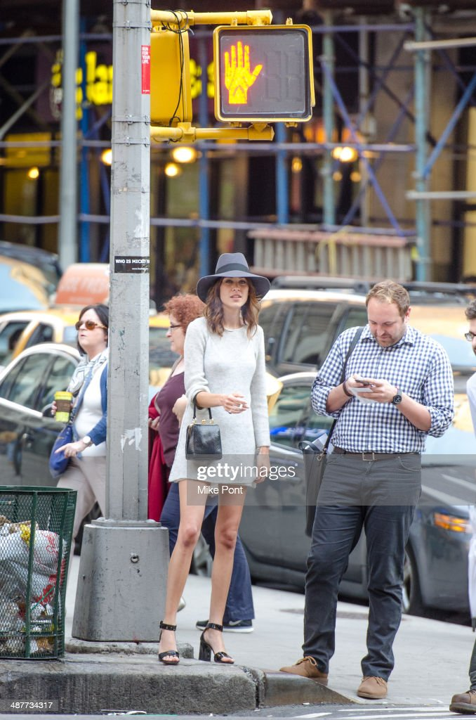 Alexa Chung (C) arrives at FIT's The Future Of Fashion Runway Show at The Fashion Institute of Technology on May 1, 2014 in New York City.