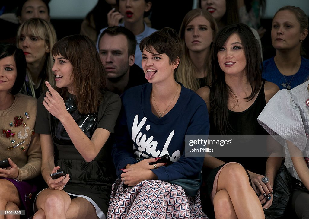 <a gi-track='captionPersonalityLinkClicked' href=/galleries/search?phrase=Alexa+Chung&family=editorial&specificpeople=3141821 ng-click='$event.stopPropagation()'>Alexa Chung</a>, <a gi-track='captionPersonalityLinkClicked' href=/galleries/search?phrase=Pixie+Geldof&family=editorial&specificpeople=208703 ng-click='$event.stopPropagation()'>Pixie Geldof</a> and <a gi-track='captionPersonalityLinkClicked' href=/galleries/search?phrase=Daisy+Lowe&family=editorial&specificpeople=787647 ng-click='$event.stopPropagation()'>Daisy Lowe</a> attend the House Of Holland show during London Fashion Week SS14 on September 14, 2013 in London, England.