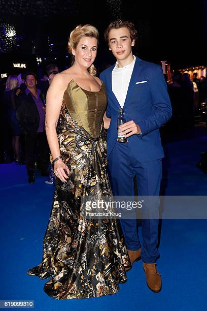 Alexa Maria Surholt and her son Arthur attend the Goldene Henne on October 28 2016 in Leipzig Germany