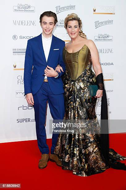 Alexa Maria Surholt and son Arthur attend the Goldene Henne on October 28 2016 in Leipzig Germany