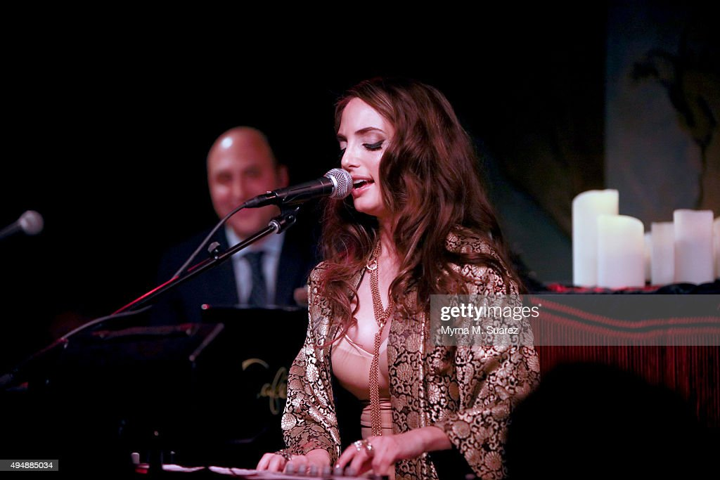 Alexa Ray Joel performs at Cafe Carlyle on October 29, 2015 in New York City.