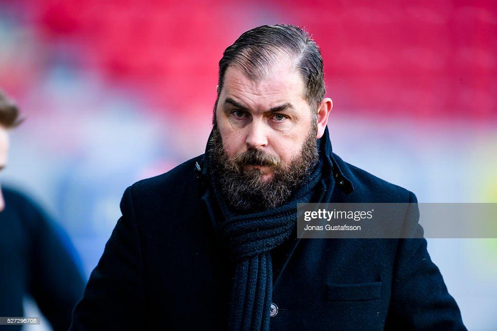 Alexander Axen head coach of Orebro SK dejected during the Allsvenskan match between Kalmar FF and Orebro SK at Guldfageln Arena on May 2, 2016 in Kalmar, Sweden.