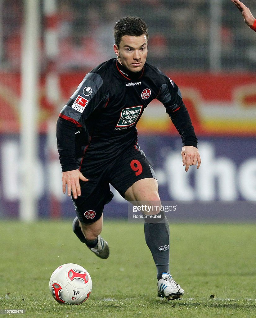 Alexander Baumjohann of Kaiserslautern runs with the ball during the Second Bundesliga match between 1. FC Union Berlin and 1. FC Kaiserslautern at Stadion An der Alten Foersterei on December 7, 2012 in Berlin, Germany.