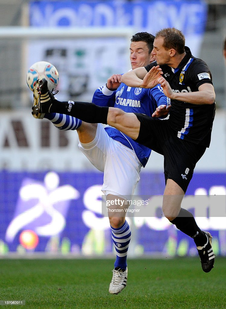 <a gi-track='captionPersonalityLinkClicked' href=/galleries/search?phrase=Alexander+Baumjohann&family=editorial&specificpeople=764148 ng-click='$event.stopPropagation()'>Alexander Baumjohann</a> (L) of Schalke battles for the ball with Frank van der Struijk (R) of Arnham during the International friendly match between FC Schalke 04 and Vitesse Arnham at Tivoli Stadium on January 15, 2012 in Aachen, Germany.