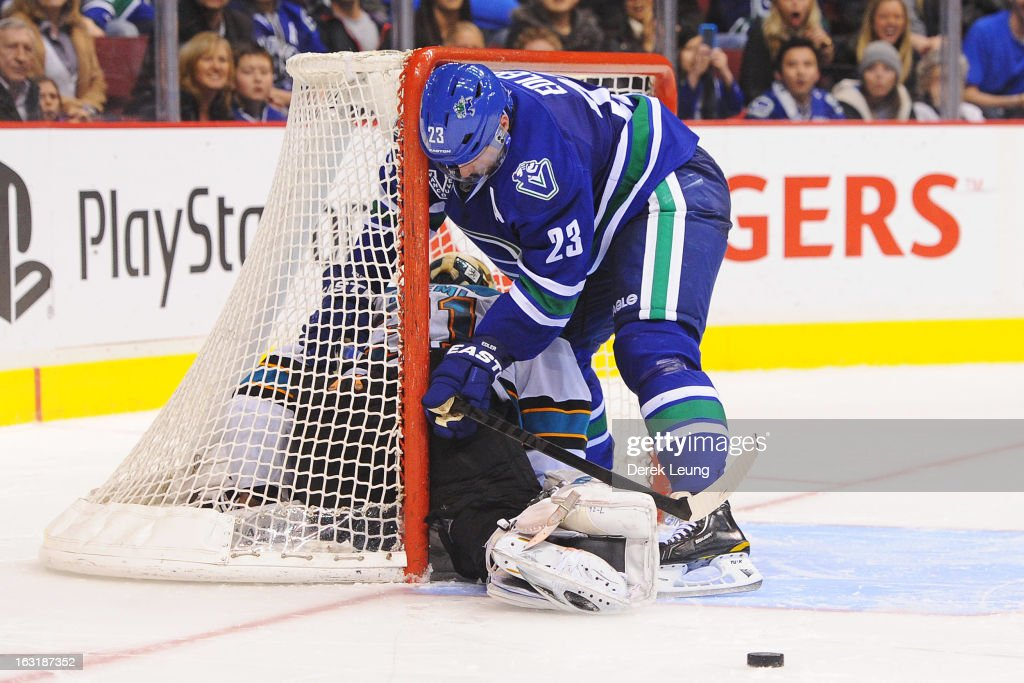 <a gi-track='captionPersonalityLinkClicked' href=/galleries/search?phrase=Alexander+Edler&family=editorial&specificpeople=882987 ng-click='$event.stopPropagation()'>Alexander Edler</a> #23 of the Vancouver Canucks crashes the net of <a gi-track='captionPersonalityLinkClicked' href=/galleries/search?phrase=Antti+Niemi&family=editorial&specificpeople=213913 ng-click='$event.stopPropagation()'>Antti Niemi</a> #31 of the San Jose Sharks during shoot-out at Rogers Arena on March 5, 2013 in Vancouver, British Columbia, Canada.