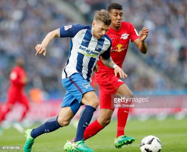 Alexander Esswein of Hertha BSC is challenged by Bernardo of RB Leipzig during the Bundesliga match between Hertha BSC and RB Leipzig at...