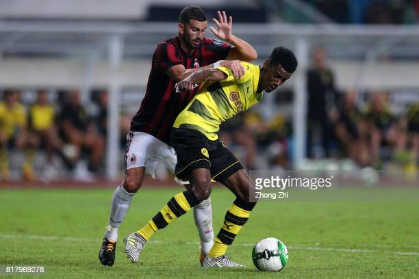 Alexander Isak of Dortmund in action against Mateo Musacchio of AC Milan during the 2017 International Champions Cup football match between AC Milan...