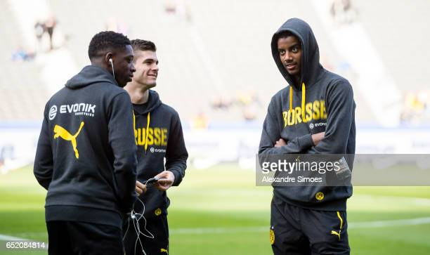 Alexander Isak Ousmane Dembele and Christian Pulisic of Borussia Dortmund prior to the Bundesliga match between Hertha BSC and Borussia Dortmund at...