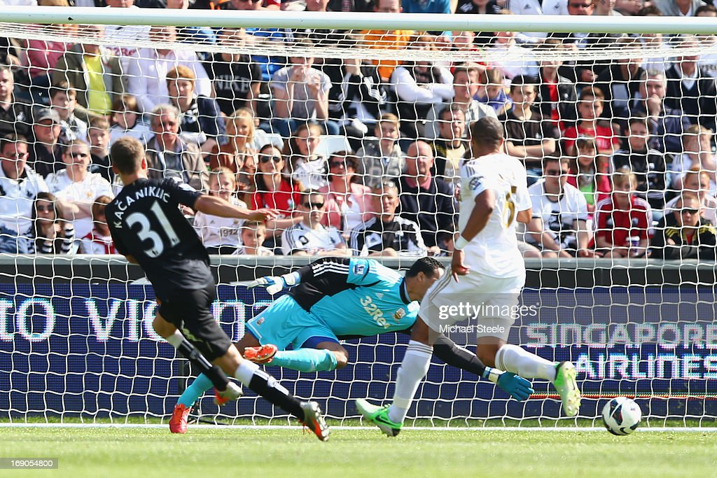 Alexander Kacaniklic (L) of Fulham scores the opening goal during the Barclays Premier League match between Swansea City and Fulham at the Liberty Stadium on May 19, 2013 in Swansea, Wales.