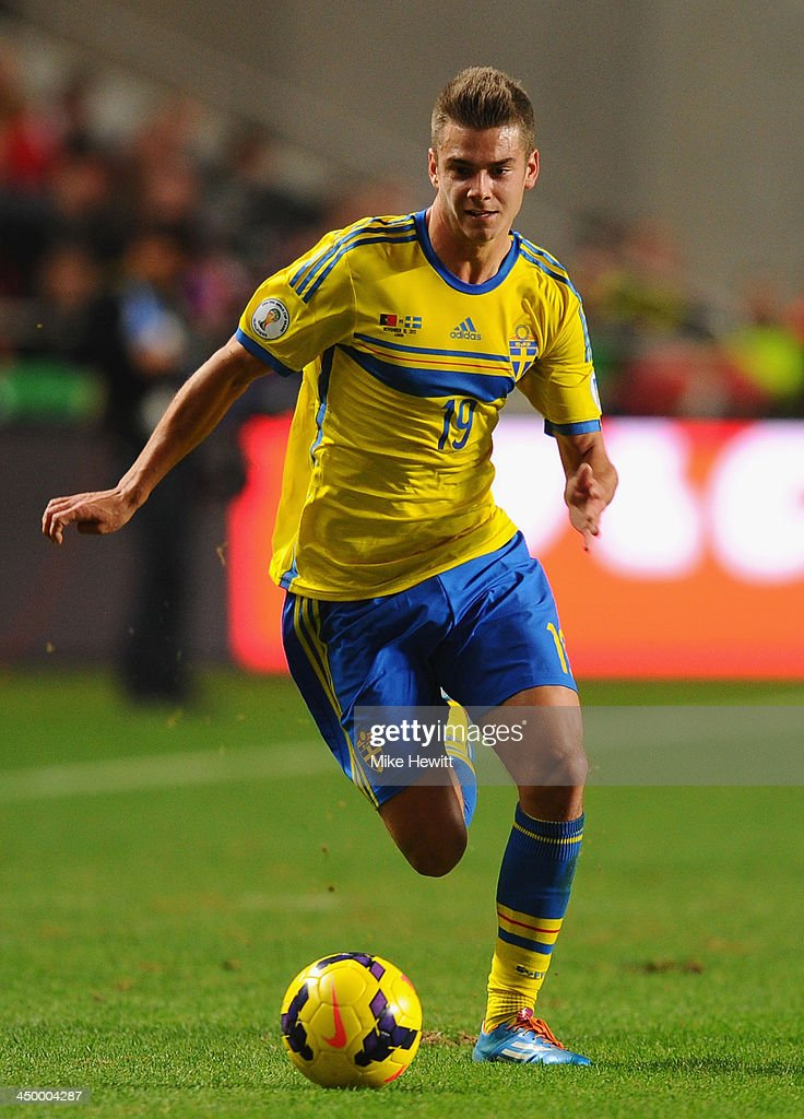 Alexander Kacaniklic of Sweden in action during the FIFA 2014 World Cup Qualifier Play-off First Leg between Portugal and Sweden at Estadio da Luz on November 15, 2013 in Lisbon, Portugal.
