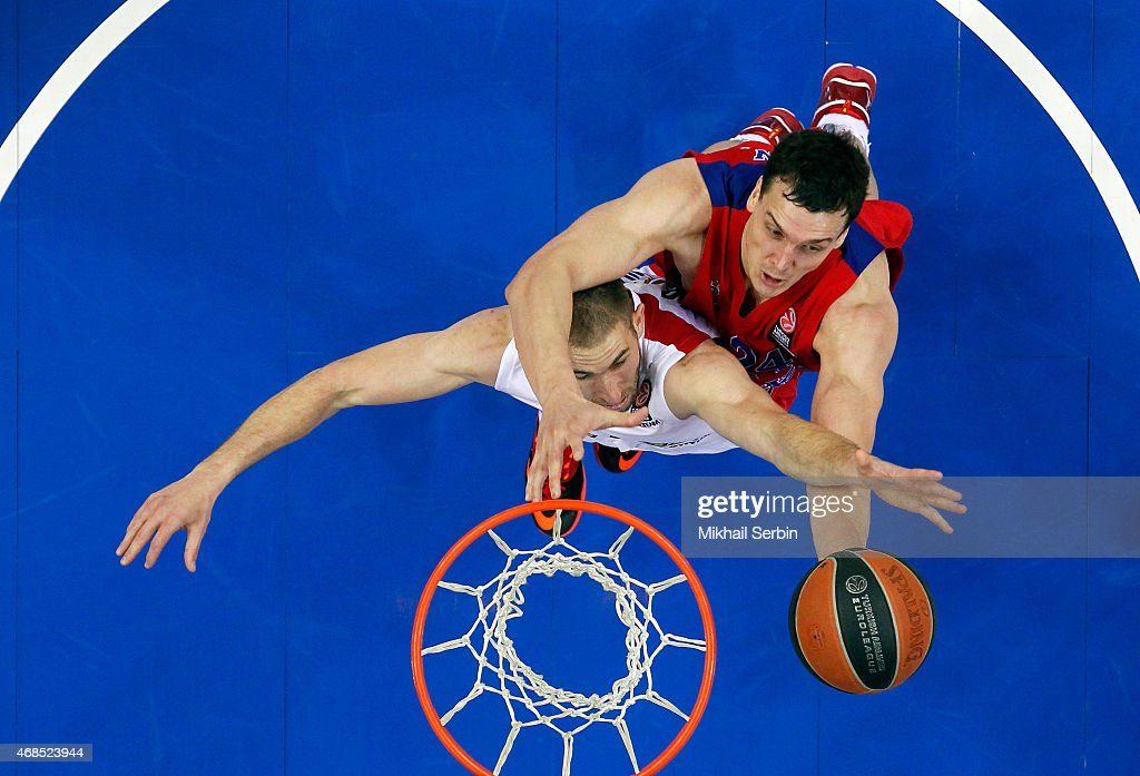Alexander Kaun, #24 of CSKA Moscow competes with Matthew Lojeski, #24 of Olympiacos Piraeus in action during the Turkish Airlines Euroleague Basketball Top 16 Date 13 game between CSKA Moscow v Olympiacos Piraeus at USH CSKA on April 3, 2015 in Moscow, Russia.