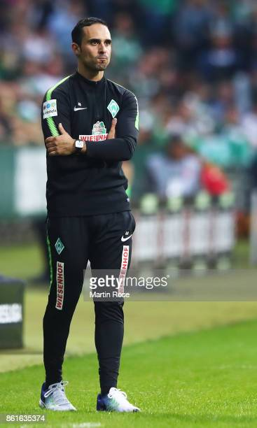 Alexander Nouri head coach of Werder Bremen in action during the Bundesliga match between SV Werder Bremen and Borussia Moenchengladbach at...