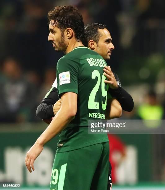 Alexander Nouri head coach of Werder Bremen is dejected with Ishak Belfodil of Werder Bremen the Bundesliga match between SV Werder Bremen and...