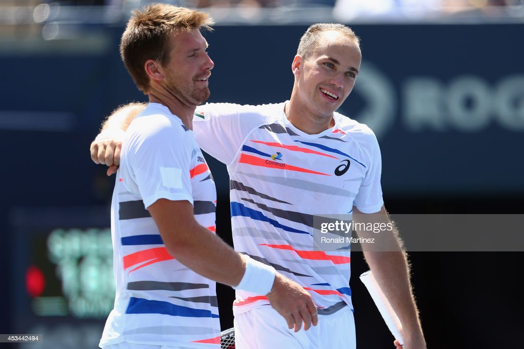 <a gi-track='captionPersonalityLinkClicked' href=/galleries/search?phrase=Alexander+Peya&family=editorial&specificpeople=647128 ng-click='$event.stopPropagation()'>Alexander Peya</a> of Austria and Bruno Soares of Brazil hug after their 4-6, 3-6 Mens Doubles finals win against Ivan Dodig of Croatia and Marcelo Melo of Brazil during Rogers Cup at Rexall Centre at York University on August 10, 2014 in Toronto, Canada.