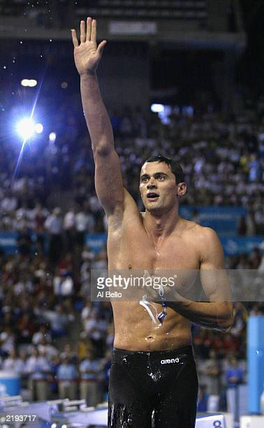 Alexander Popov of Russia salutes the crowd after he wins the gold in the Mens 100m Freestyle final during the 10th Final World Swimming...