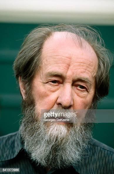aleksandr solzhenitsyn Biografía de aleksandr solzhenitsyn estudió matemáticas y física en la universidad de rostov e hizo cursos por correspondencia de filosofía, letras e historia.