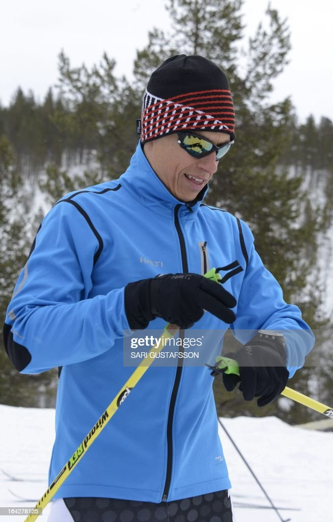 Alexander Stubb, Finnish Minister for European Affairs and Foreign Trade, goes cross country skiing prior the retreat meeting on economic issues in Saariselka resort in Inari in Finnish Lapland on March 22, 2013. The Lapland retreat meeting will discuss shifts in the global economy and ways to resolve the economic crisis in Europe. AFP PHOTO / LEHTIKUVA / Sari Gustafsson