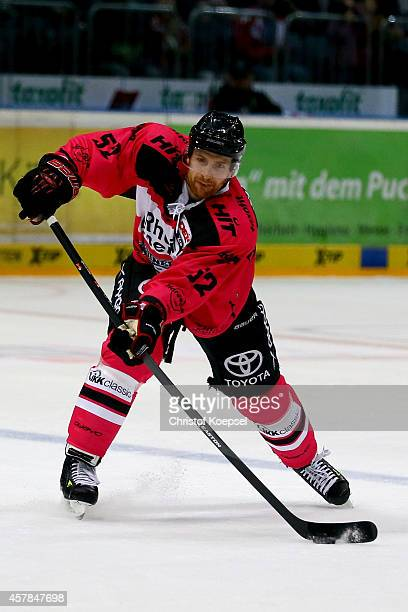 Alexander Sulzer of Koelner Haie leads the puck during the DEL Ice Hockey match between Koelner Haie and EHC Red Bull Muenchen at Lanxess Arena on...