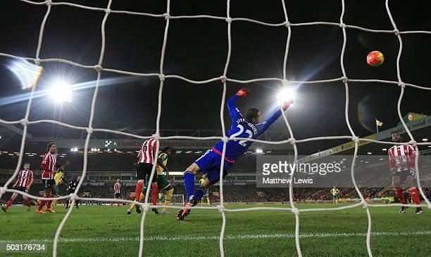 Alexander Tettey of Norwich City scores his team's frist goal past Maarten Stekelenburg of Southampton during the Barclays Premier League match...