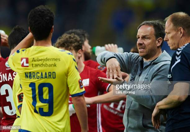 Alexander Zorniger head coach of Brondby IF speaks to Christian Norgaard of Brondby IF during the Danish Alka Superliga match between Brondby IF and...