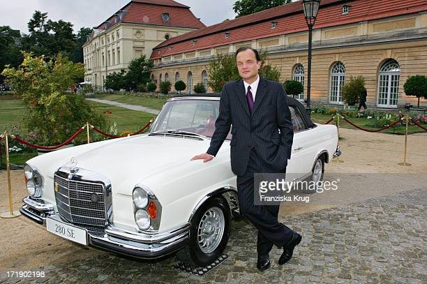 Alexander Zu Schaumburg Lippe Bei Der 'Innocence In Danger' Gala Im Schloss Charlottenburg In Berlin Am 010705