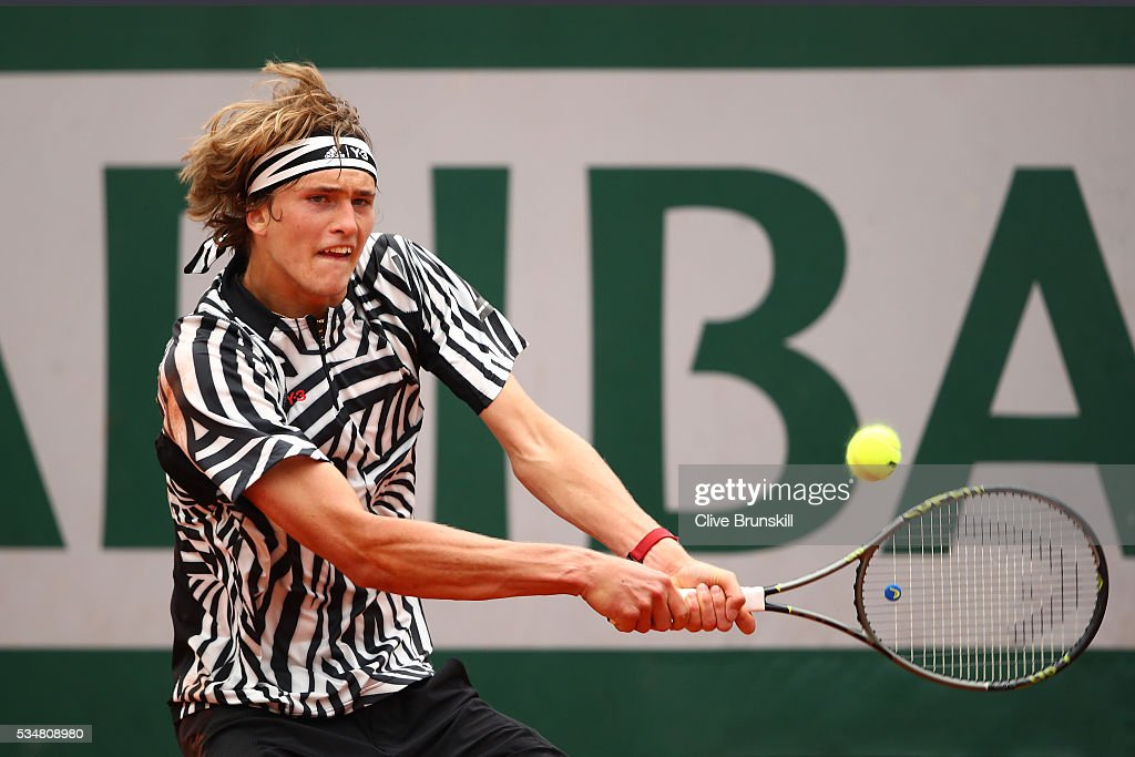 <a gi-track='captionPersonalityLinkClicked' href=/galleries/search?phrase=Alexander+Zverev+-+Tenista&family=editorial&specificpeople=11367343 ng-click='$event.stopPropagation()'>Alexander Zverev</a> of Germany hits a backhand during the Men's Singles third round match against Dominic Thiem of Austria on day seven of the 2016 French Open at Roland Garros on May 28, 2016 in Paris, France.