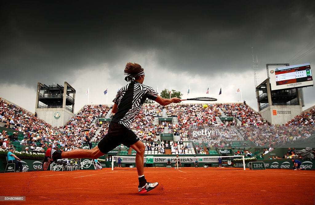 <a gi-track='captionPersonalityLinkClicked' href=/galleries/search?phrase=Alexander+Zverev+-+Tennisspelare&family=editorial&specificpeople=11367343 ng-click='$event.stopPropagation()'>Alexander Zverev</a> of Germany hits a forehand during the Men's Singles third round match against Dominic Thiem of Austria on day seven of the 2016 French Open at Roland Garros on May 28, 2016 in Paris, France.