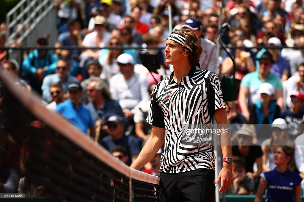 <a gi-track='captionPersonalityLinkClicked' href=/galleries/search?phrase=Alexander+Zverev+-+Tenista&family=editorial&specificpeople=11367343 ng-click='$event.stopPropagation()'>Alexander Zverev</a> of Germany reacts during the Men's Singles first round match against Pierre-Hughers Herbert of France on day four of the 2016 French Open at Roland Garros on May 25, 2016 in Paris, France.