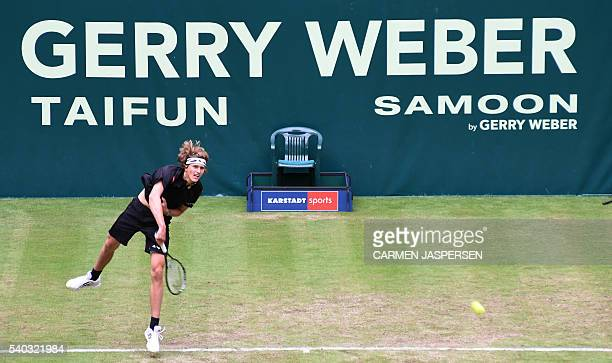Alexander Zverev of Germany returns the ball to Benjamin Becker of Germany during the ATP tournament in Halle Germany on June 15 2016 / AFP / CARMEN...