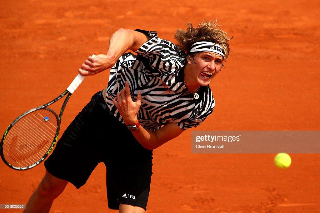 <a gi-track='captionPersonalityLinkClicked' href=/galleries/search?phrase=Alexander+Zverev+-+Tennisspieler&family=editorial&specificpeople=11367343 ng-click='$event.stopPropagation()'>Alexander Zverev</a> of Germany serves during the Men's Singles third round match against Dominic Thiem of Austria on day seven of the 2016 French Open at Roland Garros on May 28, 2016 in Paris, France.