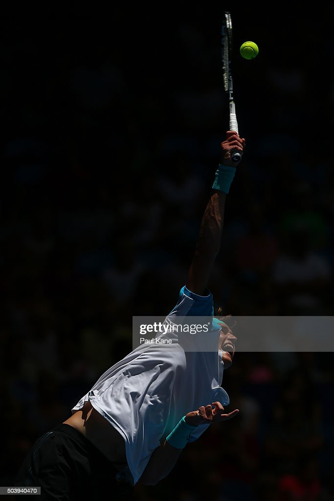Alexander Zverev of Germany serves to Andy Murray of Great Britain in the mens singles match during day six of the 2016 Hopman Cup at Perth Arena on January 8, 2016 in Perth, Australia.