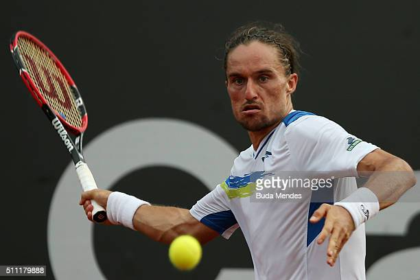 Alexandr Dolgopolov of Ukraine returns a shot to Inigo Cervantes of Spain during the Rio Open at Jockey Club Brasileiro on February 18 2016 in Rio de...