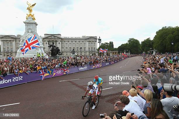 Alexandr Vinokurov of Kazhakstan takes the wheel of Rigoberto Uran of Colombia before claiming gold as they pass the Queen Victoria Memorial and...