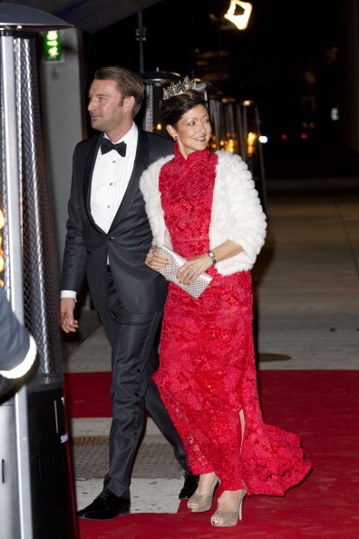 alexandra-countess-of-frederiksborg-and-husband-martin-gala-at-the-picture-id158078060