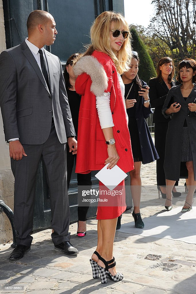 <a gi-track='captionPersonalityLinkClicked' href=/galleries/search?phrase=Alexandra+Golovanoff&family=editorial&specificpeople=4119816 ng-click='$event.stopPropagation()'>Alexandra Golovanoff</a> arrives at Christian Dior Fashion Show during Paris Fashion Week Womenswear Spring/Summer 2014 on September 27, 2013 in Paris, France.