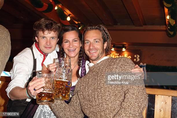 Alexandra Kamp Und Freund Michael Von Hassel Und Begleitung Im Schützenfestzelt Bei 'Frühstück Bei Tiffany' Am 200908