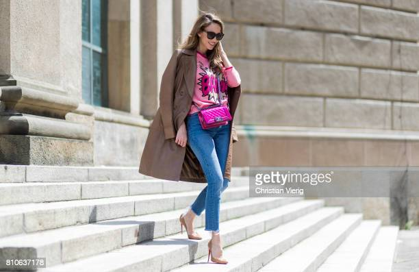 Alexandra Lapp wearing a leather coat in cognac by Riani a round neck pullover printed with BAM in comic style and pailettes Levis Wedgie Icon Fit...
