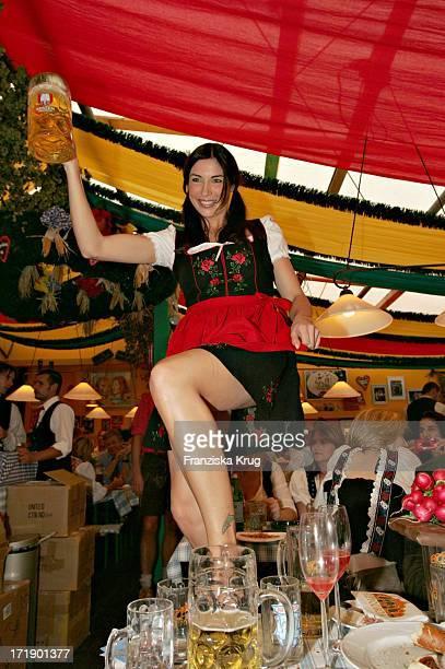 Alexandra Polzin Beim Stammtisch Der Zeitschrift 'Die Aktuelle' Im Hippodrom Auf Dem Oktoberfest In München