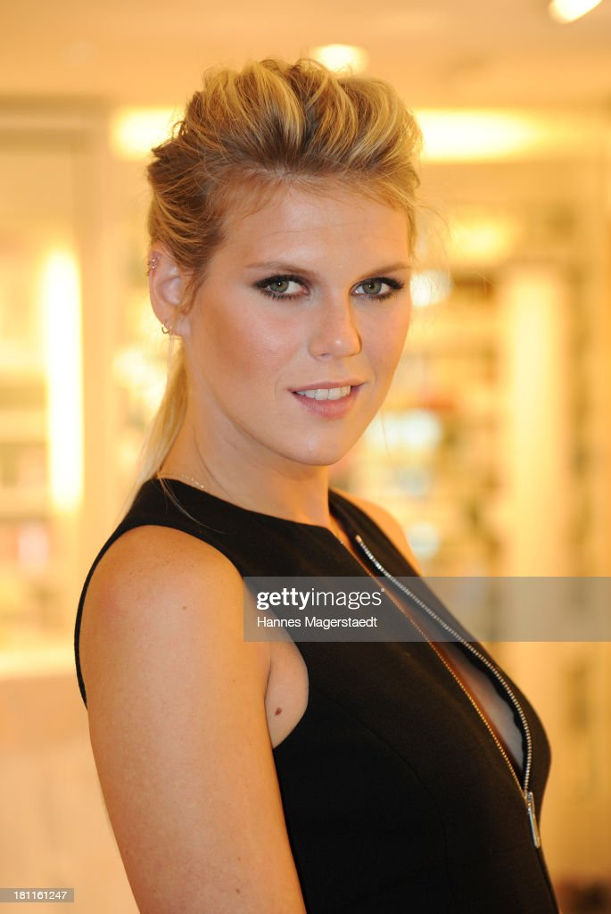 <a gi-track='captionPersonalityLinkClicked' href=/galleries/search?phrase=Alexandra+Richards&family=editorial&specificpeople=213455 ng-click='$event.stopPropagation()'>Alexandra Richards</a> attends the opening by designer Michael Kors of Fragrance & Beauty Corner at Douglas on September 19, 2013 in Munich, Germany.