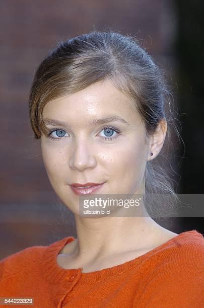 Alexandra Schalaudek Nude Photos 19
