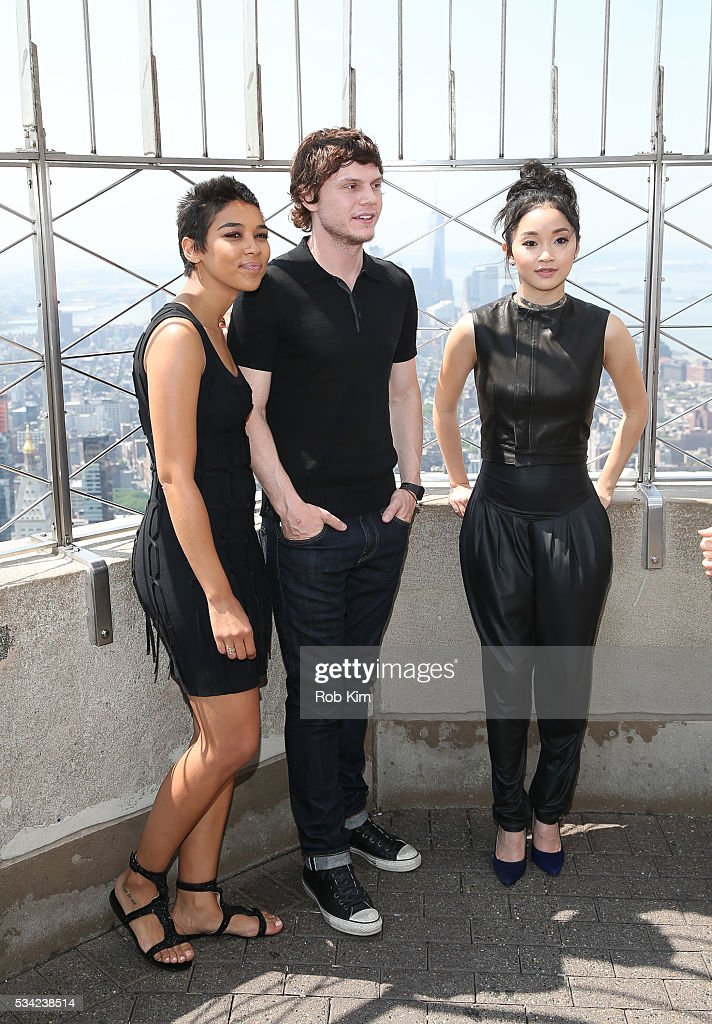 <a gi-track='captionPersonalityLinkClicked' href=/galleries/search?phrase=Alexandra+Shipp&family=editorial&specificpeople=10012876 ng-click='$event.stopPropagation()'>Alexandra Shipp</a>, Evan Peters and Lana Condor of 'X-Men: Apocalypse' visits the Empire State Building on May 25, 2016 in New York City.