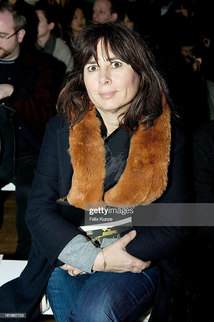 <a gi-track='captionPersonalityLinkClicked' href=/galleries/search?phrase=Alexandra+Shulman&family=editorial&specificpeople=215527 ng-click='$event.stopPropagation()'>Alexandra Shulman</a> attends the Matthew Williamson show during London Fashion Week Fall/Winter 2013/14 on February 17, 2013 in London, England.