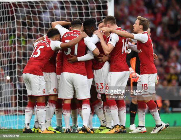 Alexandre Lacazette celebrates scoring Arsenal's 1st goal with his team mates during the Premier League match between Arsenal and Leicester City at...