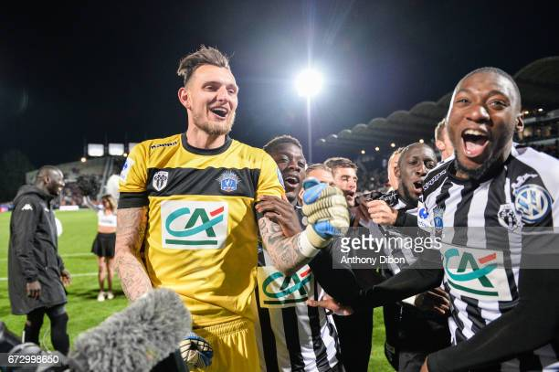 Alexandre Letellier goalkeeper of Angers celebrates the victory with his team mate during the Semi final of the French Cup match between Angers and...